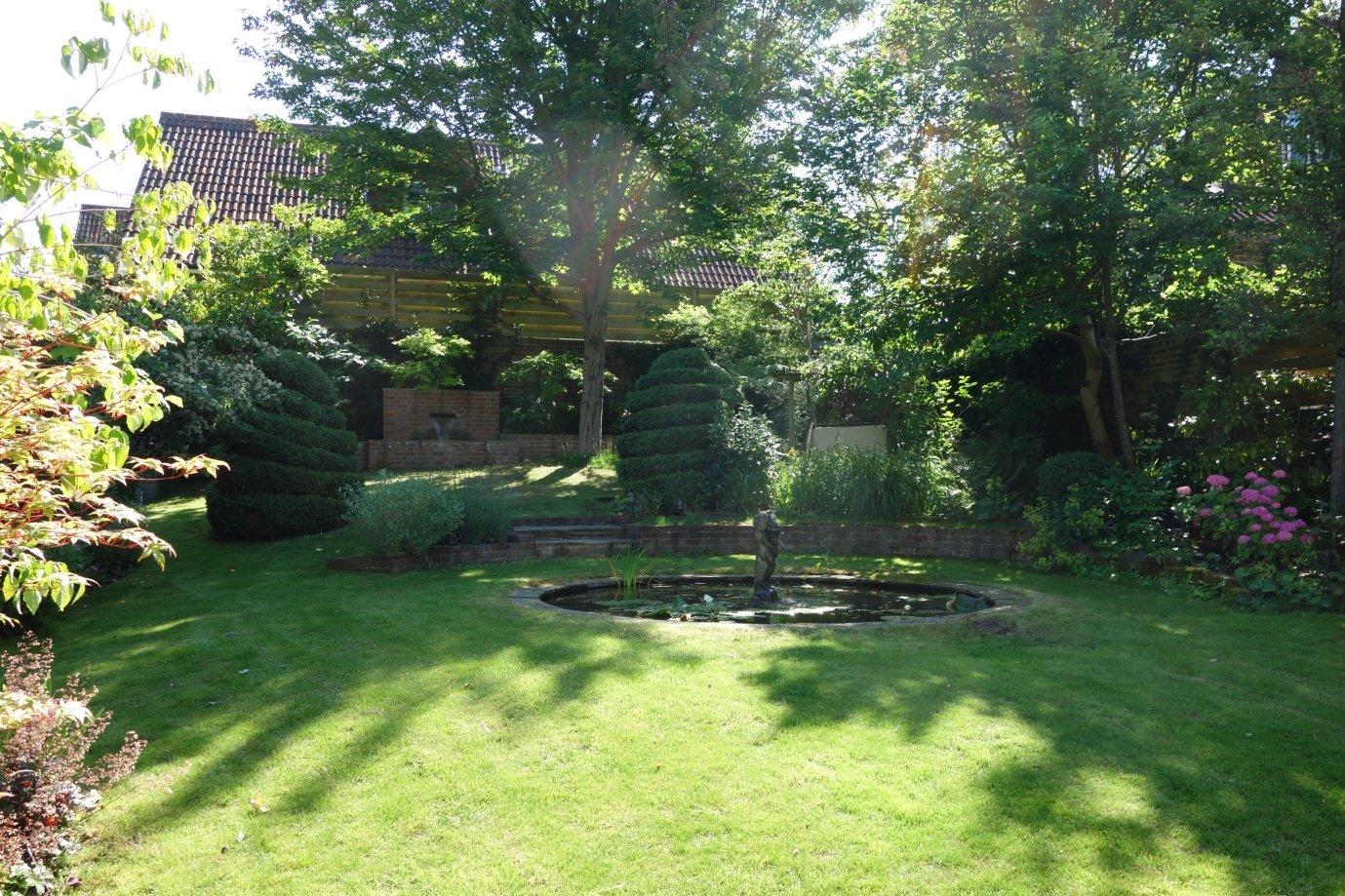 Large urban garden in Epsom